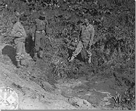 Fort_Stevens_shell_crater,1942