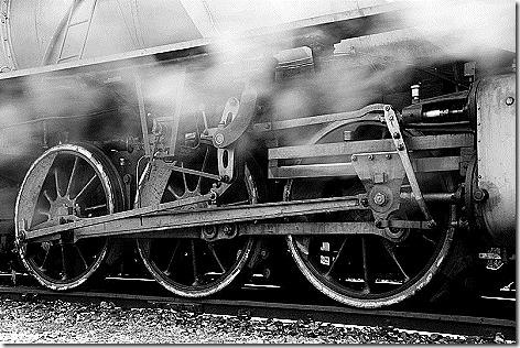 800px-Steam_locomotive_running_gear